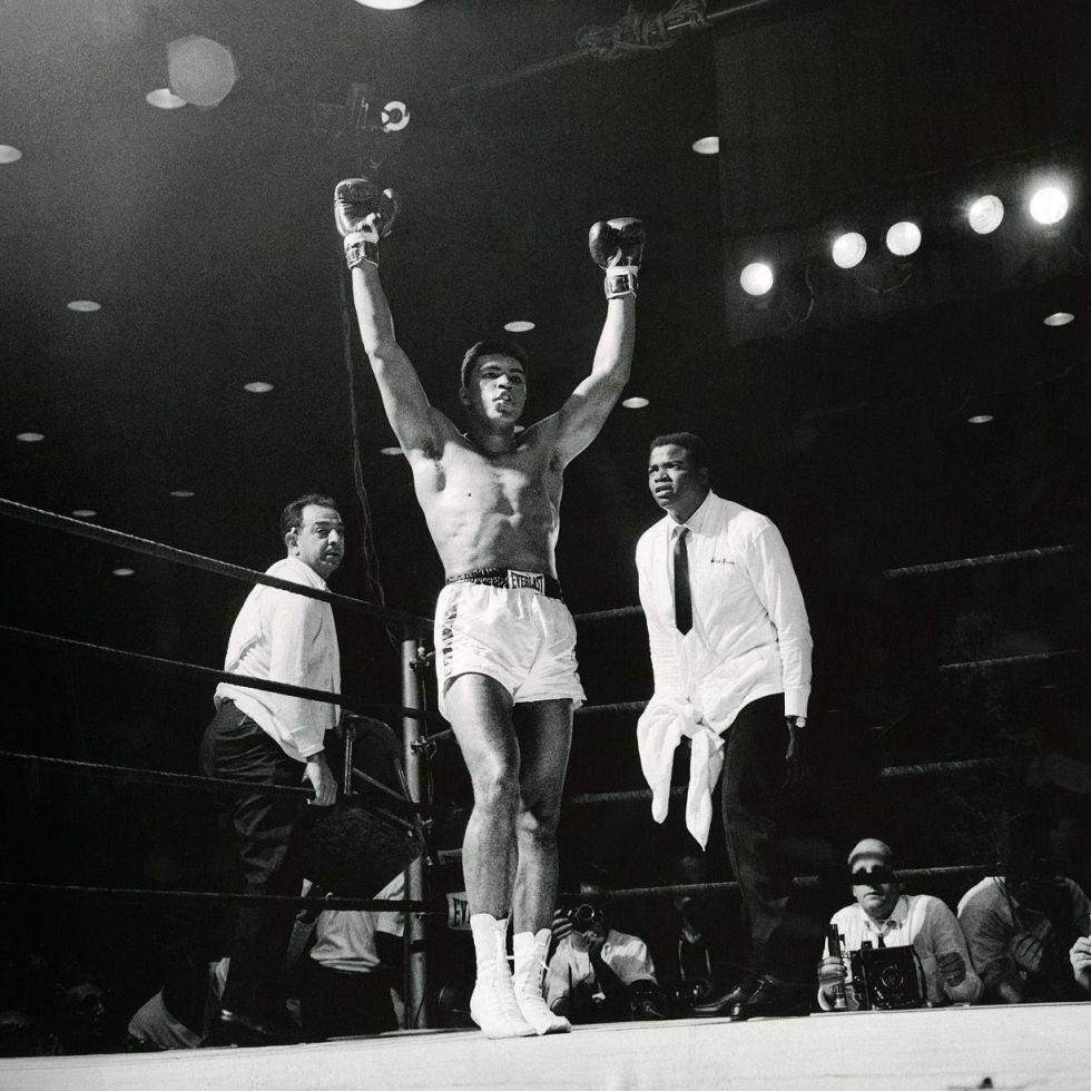 Cassius Clay é o novo campeão dos pesos pesados