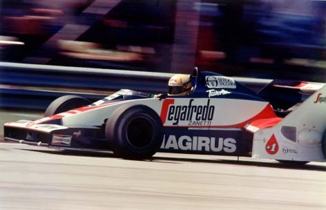 Senna estreia na Fórmula 1