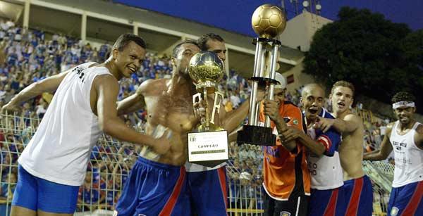 Jogadores comemoram o título no Pacaembu