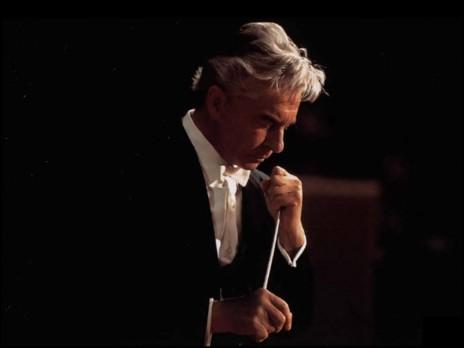 Herbert von Karajan deixa a Filarmônica de Berlim
