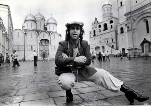 Elton John inicia turnê de shows na URSS