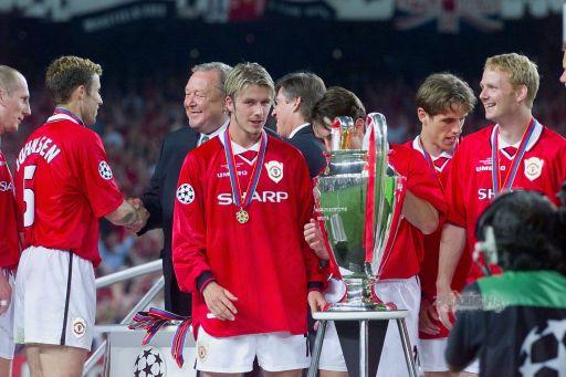 Beckham, que cobrou os dois escanteios dos gols
