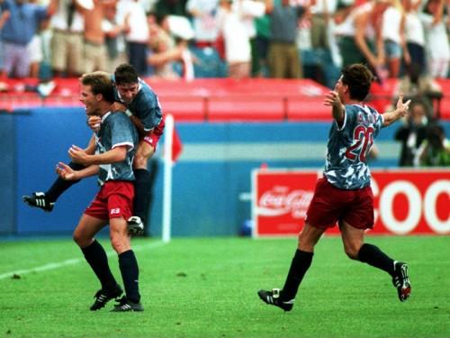 EUA empatam com a Suíça na estreia em casa