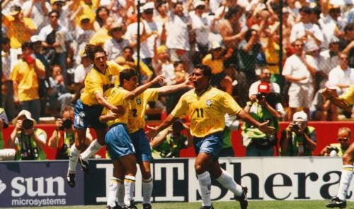 Com gols de Romário e Raí, Brasil vence a Rússia na estreia