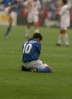 O Buda Roberto Baggio celebra gol da vitória contra a Espanha