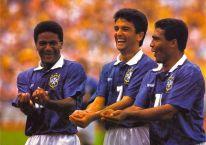 """Mazinho, Bebeto e Romário e o gol """"embala-nenê"""""""