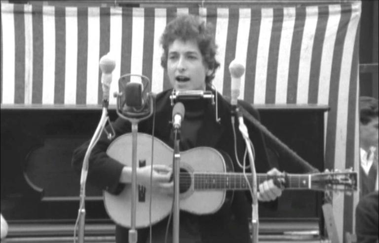 Bob Dylan estreia no Festival de Newport