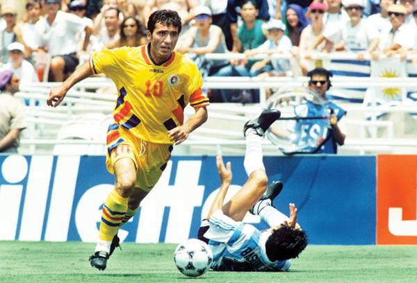 Sem Maradona, Argentina se curva ao talento de Hagi