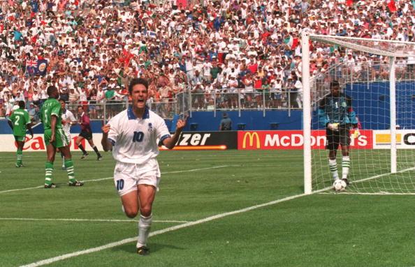 Roberto Baggio coloca a Itália nas quartas