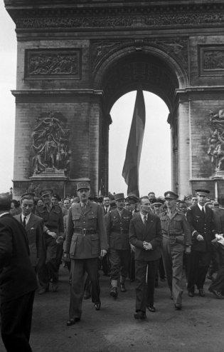 Paris é libertada das tropas nazistas
