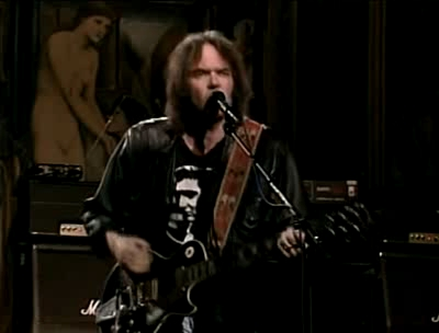 Neil Young faz show histórico no Saturday Night Live