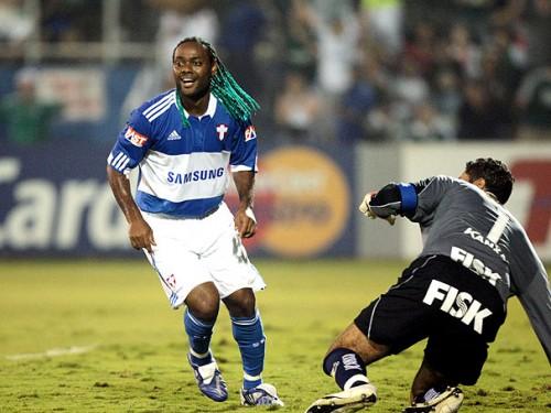 Vagner Love reestreia no Palmeiras com gol e vitória