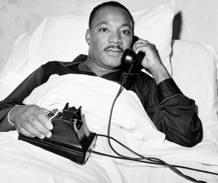 Martin Luther King é condecorado com o Prêmio Nobel da Paz