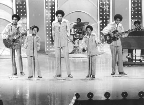 Jackson 5 aparecem na TV pela primeira vez
