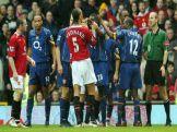Ferdinand se desentende com Lauren e outros jogadores do Arsenal