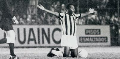 Pelé faz jogo de despedida do Santos