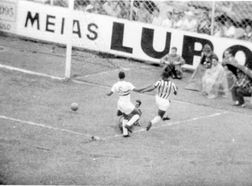Pelé marca oito gols no Botafogo-SP