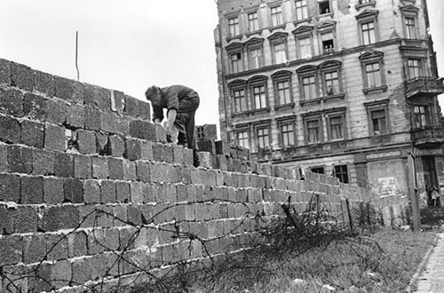 Muro de Berlim foi erguido em 13 de agosto de 1961