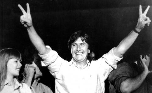 Collor é eleito presidente do Brasil
