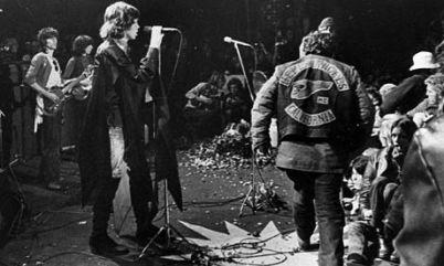 Mick e um Angel no palco