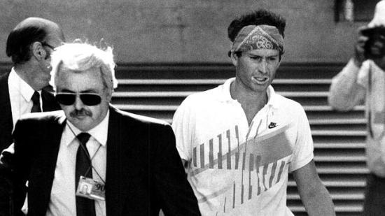 John McEnroe é expulso do Australian Open