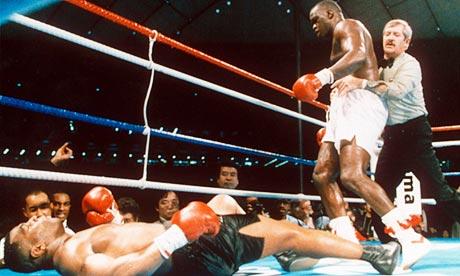 "James ""Buster"" Douglas derruba Mike Tyson"