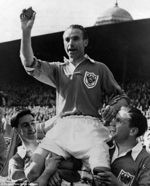 Com a medalha da FA Cup