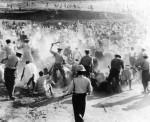 Polícia avança sobre a multidão