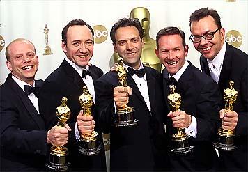 """""""Beleza Americana"""" leva 5 estatuetas no Oscar"""