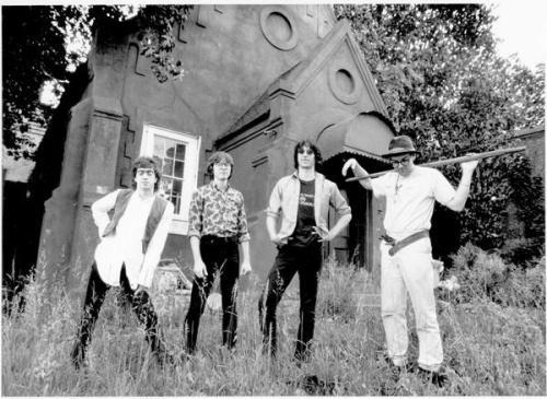 R.E.M. se apresenta pela primeira vez
