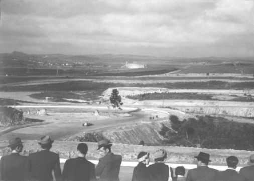 Autódromo de Interlagos é inaugurado em São Paulo