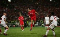 Gerrard faz o primeiro dos Reds