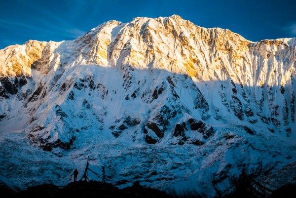 Alpinistas chegam ao topo do Annapurna pela face Sul