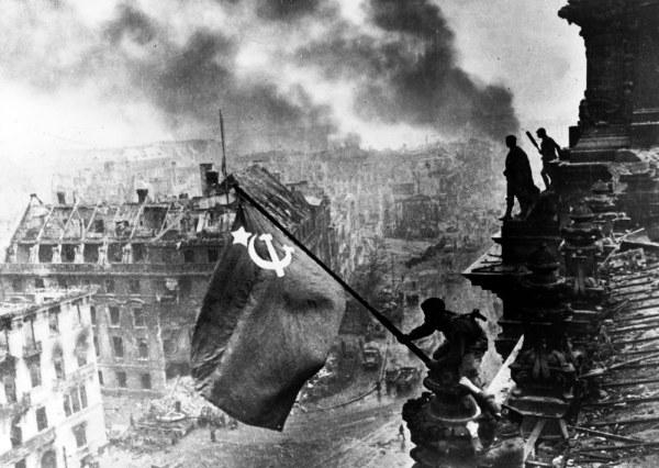 Termina a Batalha de Berlim