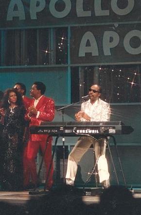 Com estrelas da Motown, Apollo Theater é reaberto em NY
