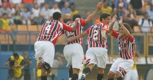 Edcarlos, Danilo, Cicinho e Josué comemoram