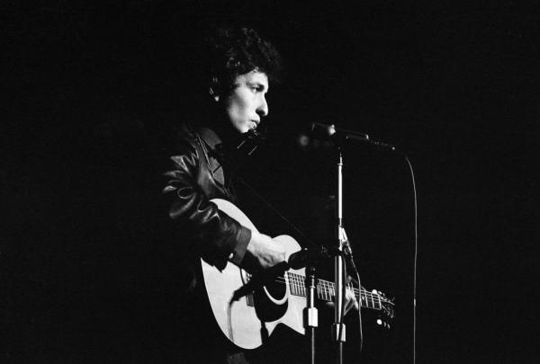 Bob Dylan se apresenta pela 1ª vez no Royal Albert Hall