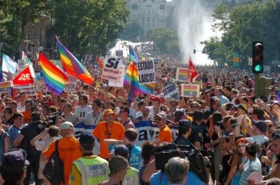 Espanha aprova o casamento gay