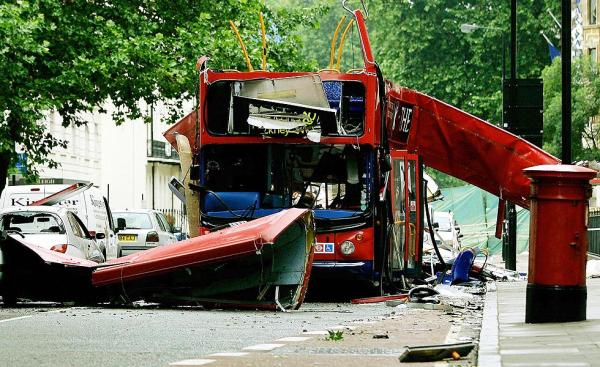 Atentado mata 52 pessoas em Londres