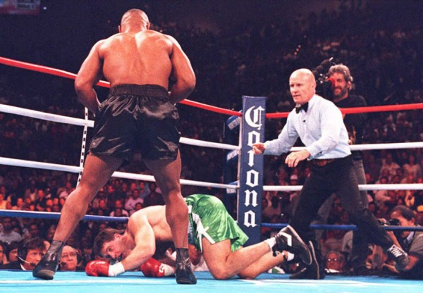 Na volta aos ringues, Tyson vence Peter McNeeley