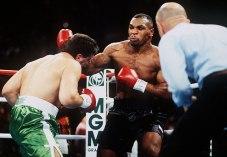 Mills observa golpe de Tyson