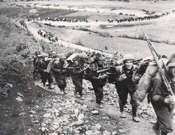 Tropas italianas invadem a Grécia