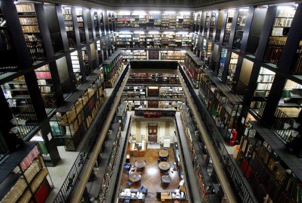Biblioteca Nacional é fundada no Rio de Janeiro