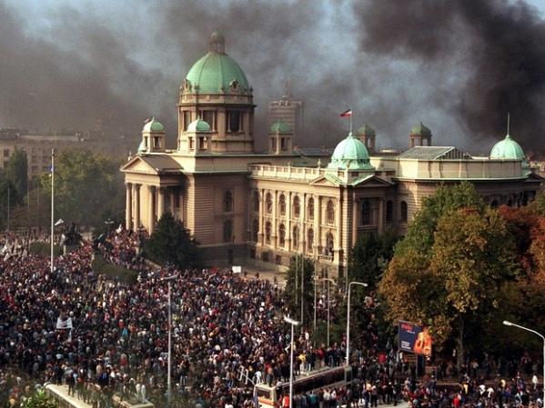 A queda de Slobodan Milosevic na Iugoslávia