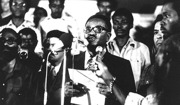 Angola se torna independente de Portugal