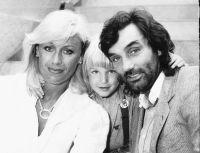 Com a mulher, Angie, e o filho, Calum