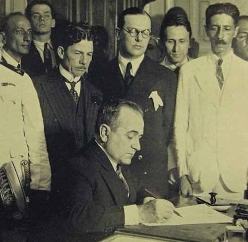 Getúlio Vargas cria o Ministério do Trabalho