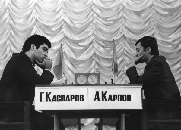 Kasparov se torna o mais jovem campeão mundial de xadrez Há 30 anos... dia 9 de novembro de 1985.