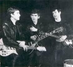John, George e Paul com jaquetas de couro!
