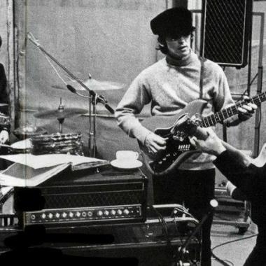No estúdio, gravando Rubber Soul